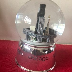 Bloomingdale's Accents - Chicago Snow Globe